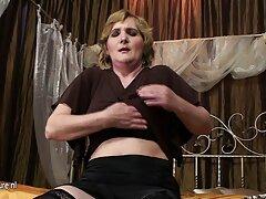 امرأة روسية عقدت الصب لدور في الفيلم اريد فيلم سكسي فرنسي