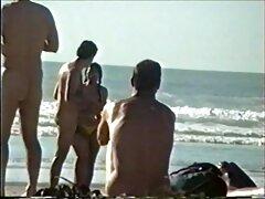 رجل عجوز يلفت الانتباه سكسي فرنسي بنات إلى سكانها في الحمام